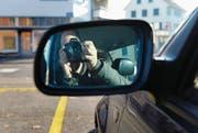 Fotografieren erlaubt: Detektive sollen mutmassliche Versicherungsbetrüger heimlich beschatten dürfen. (Bild: Nana do Carmo)