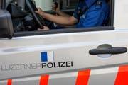 Symbolbild: Beamte der Luzerner Polizei erkannten das gestohlene Auto bei einer Patrouille in Geuensee. (Bild: Keystone)