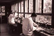 Richard Vollenweider (Assistent) und Heinrich Wolff (Kustos) um 1950 bei Planktonprobenahmen. (Bild: EAWAG)