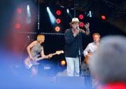 Er war natürlich ein super Opener ins Festival: Endo Anaconda liess die Fans tanzen. (Bild: Stefan Kaiser)