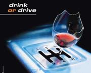 Zuviel Alkohol trinken und Autofahren verträgt sich nicht. (Symbolbild PD)