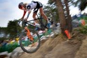Muss sich ein neues Team suchen: Jolanda Neff, hier beim Rennen an den Olympischen Spielen. (Bild: Keystone)