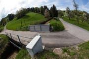 Hochwassersperre am Fischerenbach im Obernau: Sie kann bei Bedarf geschlossen werden. (Bild: Benedikt Anderes / Gemeinde Kriens)