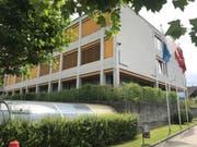 Das Schulhaus Wydenhof. (Bild: Lena Berger (Ebikon 15. Juli 2017))