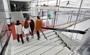 Erst seit Beginn des laufenden Schuljahrs können Kantischüler aus den Berggemeinden in Menzingen ans Langzeitgymnasium. (Bild Stefan Kaiser)