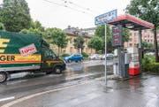 Diese Tankstelle an der Obergrundstrasse wird abgerissen. (Bild: Roger Grütter (Luzern, 8. Juni 2016))