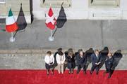 Der Bundesrat wartet in Bern bei einem Staatsbesuch des italienischen Präsidenten, Giorgio Napoletano, auf den Gast aus Italien (nicht im Bild ist Aussenminister Didier Burkhalter). (Bild: Keystone/Lukas Lehmann)
