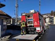 Die Feuerwehr Stützpunkt Schwyz rückte mit dem Pionierfahrzeug an. (Bild: Geri Holdener, Bote der Urschweiz)
