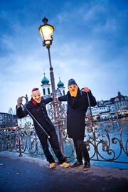 Möglich, dass diese beiden schon an der nächsten Fasnacht den Rathaussteg nur noch nach links Richtung Theater verlassen können. (Archivbild Dominik Wunderli)