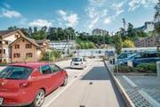 Eine neue Unterführung soll die Situation für Velos und Fussgänger beim Bahnübergang verbessern. (Bild: Roger Grütter (Littau, 8. September 2015))