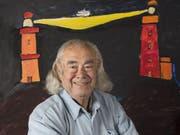 Obwohl er seit 55 Jahren in der Schweiz lebt, hat der Künstler Ted Scapa als gebürtiger Amsterdamer eine Beziehung zu Leuchttürmen. Kein Wunder also, dass er zum Ehrenwärter auf dem weltweit höchsten Leuchtturm auf dem Operalp ernannt wurde. (Handout) (Bild: Priska Ketterer Luzern/ Stiftung Leuchtturm Rheinquelle.)