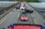 Die Unfallstelle auf dem Seedamm bei Hurden. (Bild Kantonspolizei Schwyz)