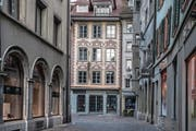Das derzeit leere Lokal des «Hirschen» auf dem Hirschenplatz. (Bild: Nadia Schärli (Luzern, 21. November 2017))