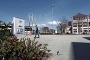Der Bahnhof und der Dorfplatz sollen baulich weiterentwickelt werden. (Bild: Werner Schelbert (Rotkreuz, 29. März 2017))