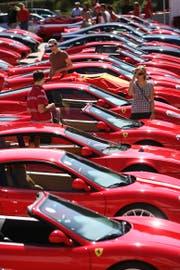 Euro Ferrari Day auf dem Parkplatz der Lorze AG in Baar. (Archivbild Christof Borner-Keller)