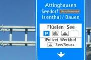"""Einer der neuen Wegweiser: Die Tafel enthält mit See und Reuss """"neue"""" Informationen. (Bild: pd)"""