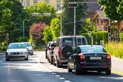 Die Autofahrer müssen das Loch in der Kantonskasse mit höheren Steuern stopfen. Auf dem Bild: Autos auf der Haldenstrasse. (Bild: Philipp Schmidli)