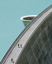 Die Wasserkraft soll künftig privilegiert behandelt werden. (Bild: Olivier Maire/KEY (Val D'Anniviers, 21. Juli 2006))