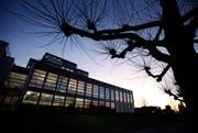 Die Kantonsschule Zug soll eine Dreifachturnhalle erhalten. (Bild: Stefan Kaiser / Neue ZZ)