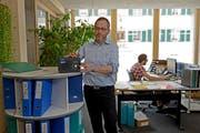 Der kleinen Firma Agrokommerz würde ein Ja zur RTVG-Revision grosse Mehrkosten verursachen. Im Bild: Geschäftsführer Hans Stettler im Büro des Unternehmens in Marbach. (Bild Nadia Schärli)