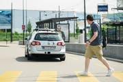Derzeit nur zu Testzwecken unterwegs: selbstfahrende Autos. (Bild: Ennio Leanza/Keystone (Zürich, 12. Mai 2015))
