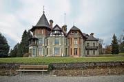 Die Villa Vicovaro ist das Haupthaus und eines der drei Gebäude im Dreilindenpark. (Bild: Pius Amrein)