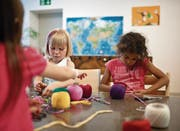Mehr Kinderkrippen sollen helfen, den Fachkräftemangel zu verringern. (Bild: Gaëtan Bally/Keystone)