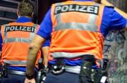 Zwei Polizisten der Luzerner Polizei auf einer nächtlichen Patrouille. (Symbolbild) (Bild: Dominik Wunderli)