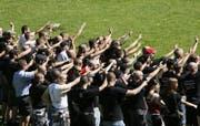 Am 3. August 2008 feierten rund 300 Rechtsradikale auf dem Rütli einen verspäteten Nationalfeiertag. (Bild: Urs Flüeler / Keystone)