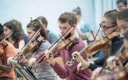 Mitglieder des Orchesters während einer Probe fürs aktuelle Projekt im Pfarreisaal St. Leodegar Luzern. (Bild: Pius Amrein (Luzern, 24. September 2017))