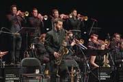 Die Big Band der Hochschule Luzern musizierte am Sonntagabend im Luzerner Saal des KKL mit viel Spielfreude und eindrücklichen Soloauftritten. (Bild: Corinne Glanzmann (Luzern, 4. Februar 2018))
