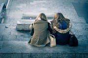 Zwei Schwestern. (Symbolbild) (Bild: Pixabay/Foundry)