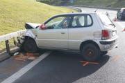 Bei dem Unfall in der Blegikurve wurde die junge Lenkerin mittelschwer verletzt. (Bild: Luzerner Polizei)