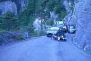 Nach der Kollision wurde der verletzte Motorradfahrer durch die Ambulanz ins Kantonsspital Uri gebracht. (Bild: pd)