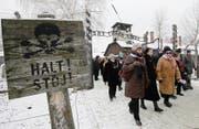 Holocaust- Überlebende bei einem Besuch im ehemaligen KZ Auschwitz im vergangenen Januar. (Bild: AP/Czarek Sokolowski)