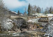 Die historische Chrutacherbrücke weicht in den nächsten Monaten einer neuen s-förmigen Brücke. (Bild: Dominik Wunderli (Flühli, 18. April 2017))