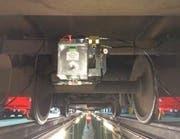 Gut sichbar: eingebaute Pumpe mit Flüssigkeitsbehälter... (Bild Zentralbahn)