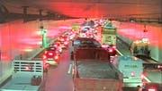 Der gestaute Morgenverkehr in Horw (A2 Tunnel Schlund). (Bild: Screenshot swisswebcams.ch)