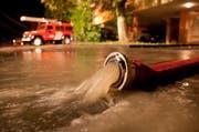 Die Feuerwehr pumpte das Wasser aus dem Keller. (Bild FFZ)