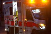 Auf den Krankenwagen musste der Mann lange warten, da zunächst niemand Hilfe holte. (Symbolbild ZZ / Maria Schmid)