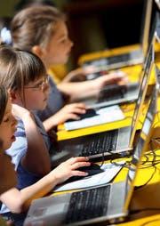 Computer gehören in den heutigen Klassenzimmern zum Alltag. (Bild: Keystone)
