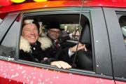 Kriens' Gemeindepräsident Paul Winiker (links) zeigt Luzerns Stadtpräsident Stefan Roth den Umzug. (Bild: René Meier)