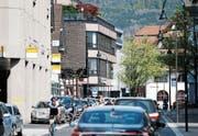 Das Baarer Zentrum, etwa entlang der Dorfstrasse, soll aufgewertet werden. (Bild: Stefan Kaiser (13. April 2017))