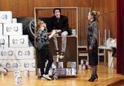 Haben eine intensive Premierenwoche vor sich: die Schüler des Theaterclubs bei einer Probe.Bild: Werner Schelbert (Menzingen, 25. März 2017)