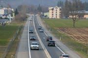 Blick auf die A8 bei Alpnach. (Archivbild Robert Hess)