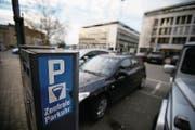 Die geplanten höheren Parkgebühren auf städtische Parkplätze kommen bei der Geschäftsprüfungskommission nicht gut an.