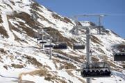 Blick auf die Sesselbahn der neuen Skiarena Andermatt-Sedrun. (Bild: Urs Flüeler / Keystone (Andermatt, 15. Dezember 2016))