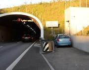Die Unfallstelle vor dem Tunnel Rathausen. (Bild: Luzerner Polizei (Ebikon, 11. Oktober 2017))