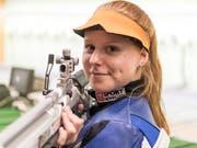 Nina Christen zeigt höchste Präzision mit dem Gewehr (Bild: KEYSTONE/LUKAS LEHMANN)