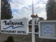 Ein Zettel am Eingang verweist auf das geschlossene «Bellevue». (Bild: Niels Jost)
